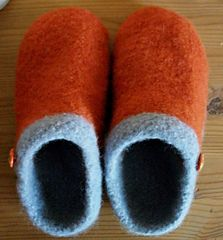 Diy Crafts - Ravelry: EZ Felted Slipper Pattern pattern by Kris Basta - Kriskrafter, LLC Felted Slippers Pattern, Knitted Slippers, Ravelry, Knitting Projects, Knitting Patterns, Simply Knitting, Felt Shoes, Needle Felted, Knitting Socks