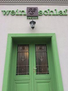 Mi rejtőzhet egy régi budapesti bérház ajtaja mögött? | Lakásművészet