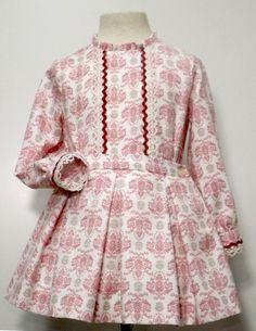 Camisa de villela y falda de tablones con piquillo