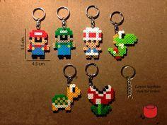 Mario Keychains, imanes y Pins hechos de cuentas Perler