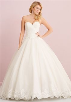 This English net ballgown features a ruched, strapless bodice and lace applique around the waist and at the hemline.
