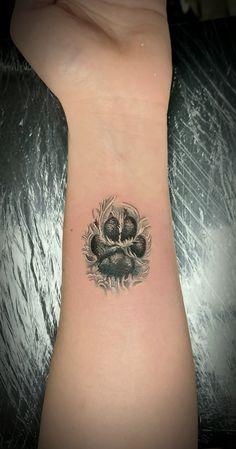 @westend_tattoo #westendtattooandpiercing #tattoo #small tattoo #arm tattoo #dog tattoo #pawtattoo #lovelypawtattoo #tetoválás #kis tetoválás #csukló tetoválás #kutyatetoválás #tappancstetoválás #mancstetoválás Budapest, Print Tattoos, Small Tattoos, Tatoos, Piercing, Skull, Ideas, Petite Tattoos, Small Tattoo