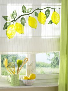 Bringing you some perky summer decor ideas in the form of interesting window decorations. Lemon Kitchen Decor, Kitchen Themes, Kitchen Ideas, Lemon Crafts, Cocina Diy, Yellow Cottage, Mellow Yellow, Color Themes, Decoration