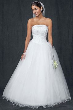David's Bridal ' Strapless Ball Gown' size 12 used wedding dress - Nearly Newlywed