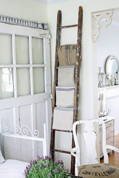 Old ladder with vintage linens would look pretty in a bedroom or bathroom