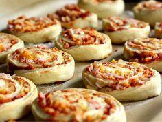pizzasnegle Baby Food Recipes, Dinner Recipes, Healthy Recipes, Danish Food, Bread Baking, Food Hacks, Kids Meals, Tapas, Food Porn