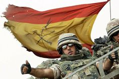 Legion española in Afghanistan Military Women, Military Flags, Iraq War, Modern Warfare, Ms Gs, Special Forces, Armed Forces, Love Photography, Wwii