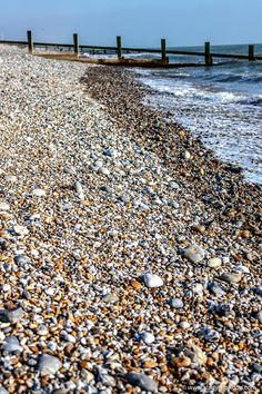 Seaside near London – 9 Beautiful Beaches to Discover on the Coast – 2020 World Travel Populler Travel Country 7 Places, Famous Places, Cool Places To Visit, England Beaches, Uk Beaches, Best Uk Holidays, Seaside Beach, Beach Huts, Costa
