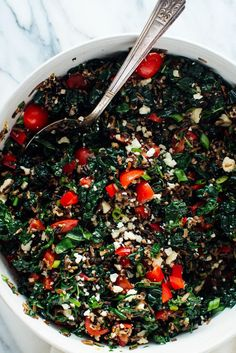 - Megan's Wild Rice & Kale Salad This hearty salad features nutritious wild rice, kale, goat cheese, cherry tomatoes, bell pepper and green onion. It& filling enough to serve as a light dinner and it packs well for tomorrow& lunch! Cooking Wild Rice, Cooking Dried Beans, Vegetarian Cooking, Vegetarian Recipes, Healthy Recipes, Pescatarian Recipes, Quick Recipes, Yummy Recipes, Gastronomia