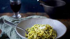 Спагетти с черным чесноком и каволо неро рецепт с фото, за 30 мин. приготовить на 4 человек(а) Вторые блюда дома от Chefcook Spaghetti, Ethnic Recipes, Food, Meals, Yemek, Noodle, Eten