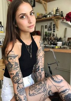 Mesmerizing Sleeve Tattoos for Women: Tips and Ideas There is something magical and attractive about sleeve tattoos for women. They make ladies look cute and fierce at the same time. Learn more about sleeve tattoos with us! Hot Tattoos, Body Art Tattoos, Small Tattoos, Girl Tattoos, Tattoos On Women, Half Sleeve Tattoos For Women, Woman Tattoos, Women Sleeve, Tattoed Women