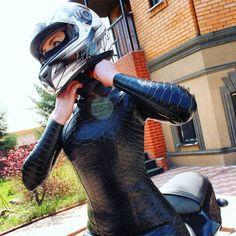 супер3 Lady Biker, Biker Girl, Leather Catsuit, Motorbike Girl, Black Widow Marvel, Biker Leather, Sexy Latex, Biker Chick, Hot Dress
