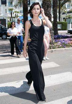 Lena Meyer-Landruts lässiger Streetstyle in Cannes ist die perfekte Mischung aus lässig, elegant und feminin.