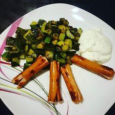 Zum Abendessen gibt es, Wiener mit Zucchini Würfel und etwas Quark. #foodblogger #sis #abnehmen2016 #Zucchini #lowcarb