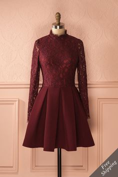 Le son du piano accompagna leur premier rendez-vous.  A piano playing in the background accompanied their first meeting. Izoria Burgundy - Stand collar lace dress www.1861.ca