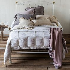Get exclusive discount luxury bedding from the Bella Notte Linens Outlet Store. Save on Bella Notte linens, bedding, duvet covers, throw pillows, &pillow shams. Purple Duvet, Luxury Bedding Collections, Linen Duvet, Big Girl Rooms, Fine Linens, Beautiful Bedrooms, Bedding Sets, Bedroom Decor, Lilac Bedroom