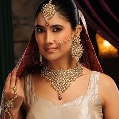 A WEDDING PLANNER: Bridal Kundan Jewelry Necklaces and Earrings
