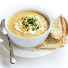 Sweet corn soup with parmesan toasts - Healthy Food Guide Healthy Soup Recipes, Baby Food Recipes, Dinner Recipes, Cooking Recipes, Healthy Food, Healthy Meals, Sweet Corn Soup, Pea And Ham Soup, Pureed Soup