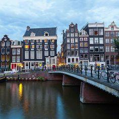 """Augustus en Hazel besloten met de """"Wens"""" van Gus, om samen naar Amsterdam te gaan voor Peter van Houten. Hazel was hem heel dankbaar dat ze mee mocht gaan met zijn wens. Ze gingen hier uiteten, bezochten Peter en gingen naar Anne Franks huis. Het was ook hier dat ze een koppel werden en dat Gus iets ergs moest vertellen tegen Hazel. Uiteindelijk werd het een leuke trip naar Amsterdam en verliep de reis goed."""