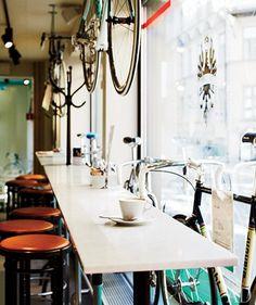 lacletaoficial: madaboutbike: ideal cafe Buenos días...