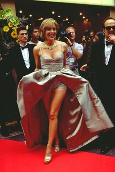 Sharon Stone 🙌🏽The 70 Most Glamorous Cannes Film Festival Looks of All Time From incredible trains to the perfect princess gowns. Sharon Stone Legs, Sharon Stone Photos, Celebrity Red Carpet, Celebrity Style, Fashion Week, Fashion Models, Windy Skirts, Casino Dress, Actrices Hollywood