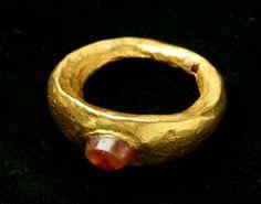 Roman Gold Man's Ring. Circa late A.D. 3rd Century.