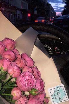 Love Rose Flower, Beautiful Bouquet Of Flowers, Beautiful Roses, Beautiful Flowers, Blue Aesthetic Pastel, Sky Aesthetic, Flower Aesthetic, Cute Love Pictures, Flower Phone Wallpaper