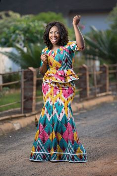 Ghanaian African wear styles - African dress design for ladies Latest African Fashion Dresses, African Dresses For Women, African Print Dresses, African Print Fashion, Africa Fashion, African Attire, African Wear, African Women, Fashion Prints