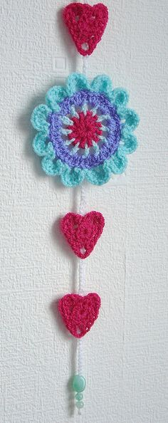 Crochet Heart Garland Wall Hangings Ideas For 2019 Crochet Home, Crochet Gifts, Crochet Yarn, Crochet Garland, Crochet Decoration, Mobiles, Yarn Crafts, Diy Crafts, Crochet Wall Hangings