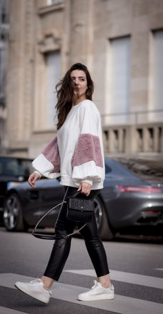 Statement Sweater, FashionBlogger, Fashionblog, Modeblog, Modeblogger, Lookbook, Outfit Idea, Spring Outfit, Sweater, Sneaker Outfit, Zara Outfit, Fake Fur, Brunette Girl, Lederhose, Adax Tasche, Streetstyle Look, Sfreetstyle Outfit