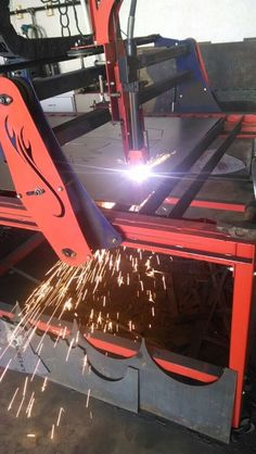 Plasma table cutting steel plate. #cnc #cncplasma #fab #weldporn #fabrication…