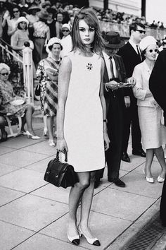 October 30,1965: the mini dress making its debut on English fashion model Jean Shrimpton in Australia - caused a scandal!
