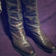 """Nine West brown point toe tall leather boots sz 9 Gorgeous sassy Nine West knee high rich brown (which is not badly discolored which the photos imply) pebbled leather western pointy toe boots in great condition, clean inside and out! US women's size 9, i wear 9.5 and they fit me.  Very comfortable to wear, looks cute worn boho style with a long gauzy flowy skirt, peasant or poets blouse and some vintage jewelry. 2"""" heel. They need a polish & good as new!! Additional picts in a separate…"""