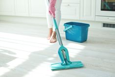 6 Ways How the Professionals Clean Your Home Fast Apartment Cleaning - Real Time - Diet, Exercise, Fitness, Finance You for Healthy articles ideas Commercial Cleaning Services, House Cleaning Services, Cleaning Products, Professional House Cleaning, Apartment Cleaning, Fitness Diet, Clean House, Home Appliances, Exercise