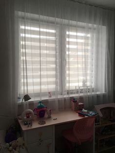 #fexi #vnitrnirolety #latkoverolety #luxusnirolety #rolety #roletydooken #denanoc #roletydenanoc #interier #inspirace #detskypokoj #ceskydesign #silver Blinds, Origami, Curtains, The Originals, Silver, Home Decor, Decoration Home, Room Decor, Shades Blinds