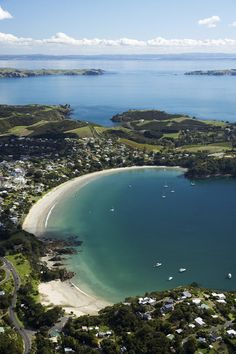 Waiheke Island - my favorite area of NZ so far...a beautiful and deserted island! Could live there in peace forever.