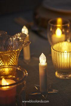 Les bougies de Noël s'utilisent sur la table, dans votre sapin, et même à coller sur la fenêtre pour créer une ambiance scandinave réussie ! Bougie Led, Decoration Table, Candle Holders, Candles, Christmas Tabletop, Fir Tree, Noel, Porta Velas, Candy