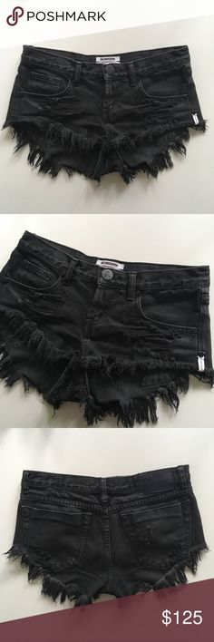 One Teaspoon Fox Black Bonitas One Teaspoon  •10/10 perfect pre-owned condition (minor fading) •Size 22 (these can fit a 23 and 24 as well) •Fox Black wash •Bonita style   NOTE: The price is firm! I absolutely love these shorts and am in no rush to sell 🖤   ❌NO TRADES❌ One Teaspoon Shorts Jean Shorts