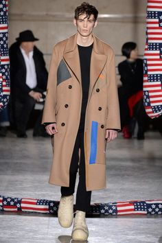 See all the Collection photos from Raf Simons Autumn/Winter 2014 Menswear now on British Vogue Runway Fashion, Fashion Show, Mens Fashion, Style Fashion, Boy Fashion, Vogue Paris, Men's Coats And Jackets, Winter Jackets, Mens Winter Coat