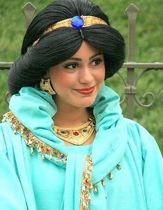 ^^ A Whole New World - Aladdin & Jasmine. Jasmine at Disneyland meeting and greeting fans. Home Page Main Jasmine page Jasmine's History Jasmine's Story Walt Disney, Disney Love, Disney Parks, Disney Stuff, Disney Magic, Princess Face, Princess Photo, Princess Disney, Princess Jasmine Cosplay