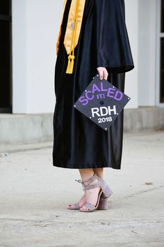 Dental hygiene graduation cap ~ Scaled it! Grad Pictures, College Graduation Pictures, Graduation Picture Poses, Graduation Photoshoot, Grad Pics, Dental Hygiene School, Dental Life, Dental Assistant, Dental Hygienist