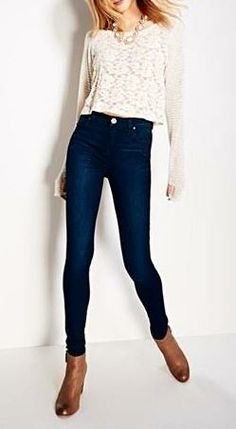 {love the high waisted jeans}