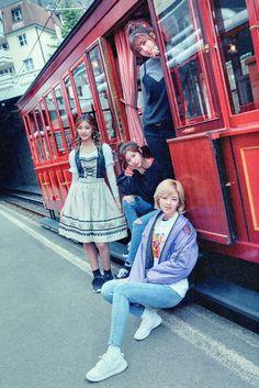 Momo, Tzuyu, Sana e Jeongyeon Nayeon, Kpop Girl Groups, Korean Girl Groups, Kpop Girls, Extended Play, K Pop, Twice Group, Song Of The Year, Twice Once