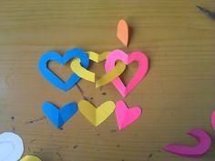 los corazones clados se van uniendo asi Two Hearts, Garlands