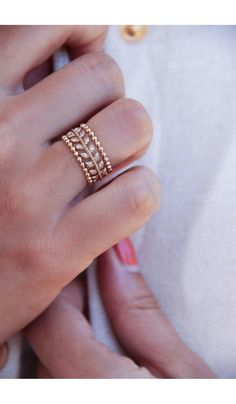 Gold Jewelry Simple, Gold Rings Jewelry, Jewelry Design Earrings, Gold Earrings Designs, Hand Jewelry, Stylish Jewelry, Womens Jewelry Rings, Necklace Designs, Jewelry Bracelets