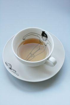 blote meisjes servies van Esther Horchner voor Pols Potten, hier te koop: http://www.hetparadijs.net/en/webshop/tableware/take-a-bath-teapot-tea-set-details