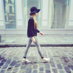 Cross the streets of Paris. #brockenbow #jeans #denim #outfit #look #style #paris #ootd