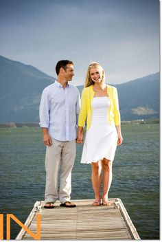 Who would have thought the docks @ the marina could be such an amazing place to take your engagement photos?