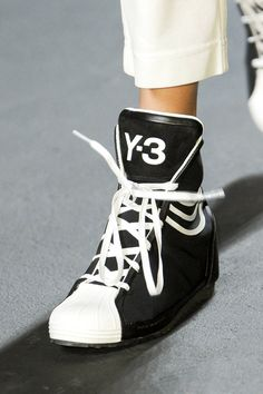 Y-3 Spring 2013 Ready-to-Wear Detail