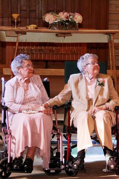 Lesbian Wedding - 2 women in their marry after more than 7 decades together Cute Lesbian Couples, Lesbian Love, Couples Lesbiens Mignons, Vieux Couples, David Burtka, Lgbt Wedding, Lesbian Wedding Photos, Neil Patrick Harris, Estilo Hippie